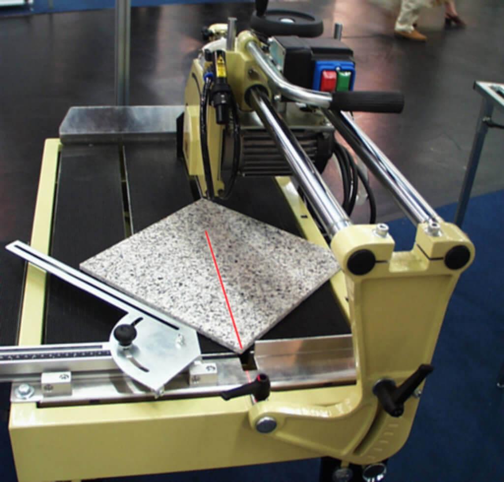 Laserunterstuetzung Fliessenschneider